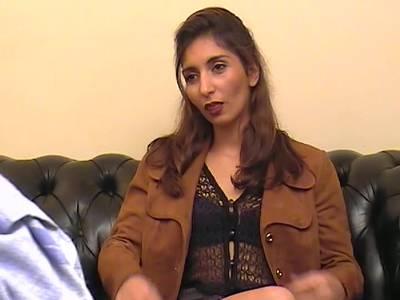 Willige Latina lässt sich beim Triofick in die anale Pforte poppen