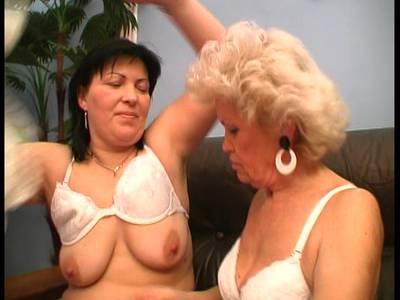 Milla Jovovich Nacktfoto reife große Titten behaarte Muschi