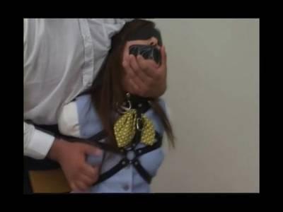 Für die Schlampe wird der heftige Fessel Sex zur Höhepunkt Folter