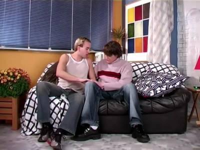 Der Homo Boy wird in den Po gerammelt