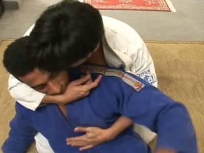 Der schwule Boy wird von seinem Judolehrer in den Arsch gevögelt